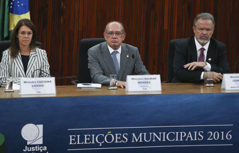 """Presidente do TSE diz que primeiro turno ocorreu em """"clima de paz"""""""