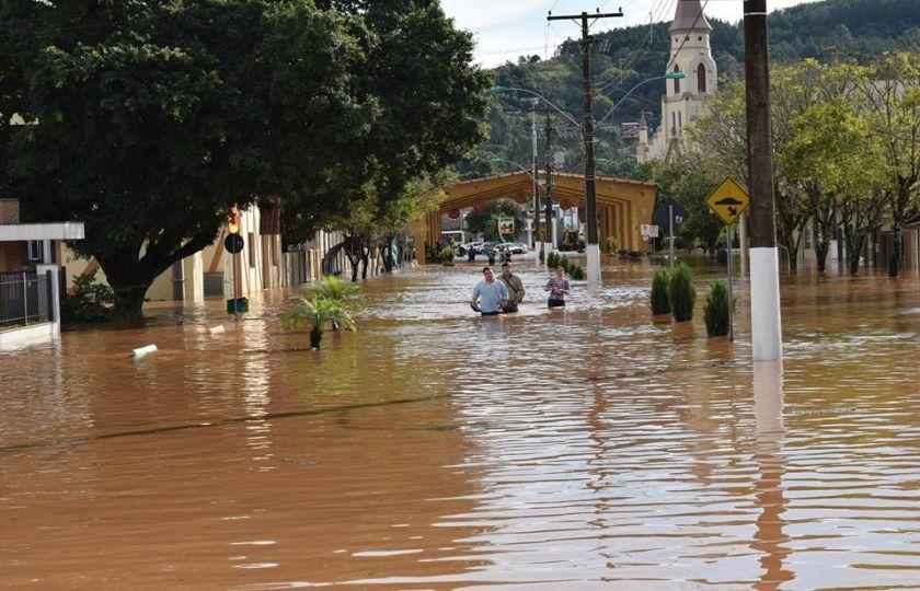 Presidente Temer sobrevoa região alagada no Rio Grande do Sul