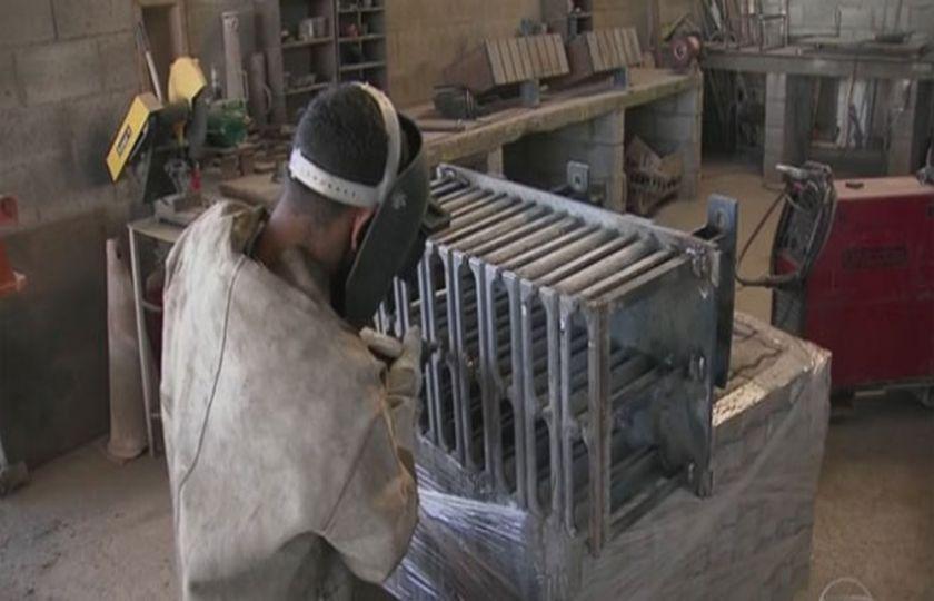 Produção da indústria cresce em 9 de 14 regiões em junho, diz IBGE
