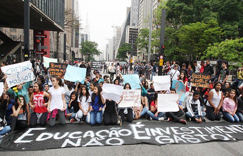 Professores e alunos protestam contra reforma do Ensino Médio