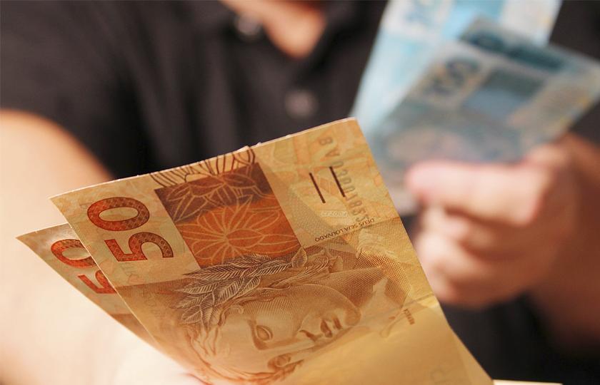 Quase 30% da população mais pobre comprometem metade da renda com empréstimos