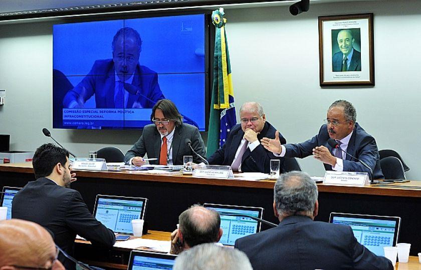 Comissão reforma política iniciar por temas menos polêmicos