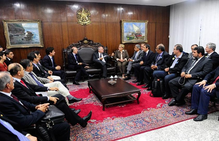 Renan assegura a prefeitos que municipalismo é prioridade