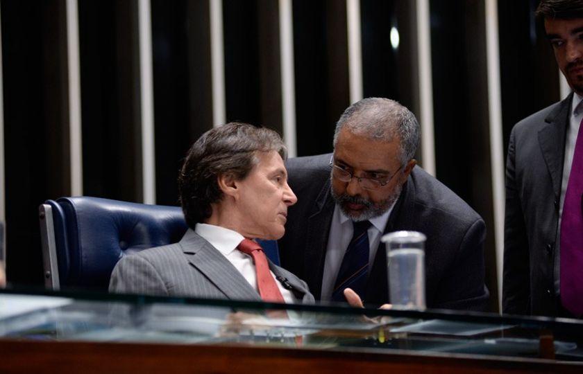 Sancionada lei da terceirização, mas Senado deve votar projeto alternativo