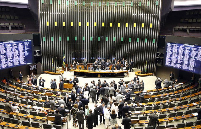 Seis deputados vencem no segundo turno; no total, 14 foram eleitos prefeitos