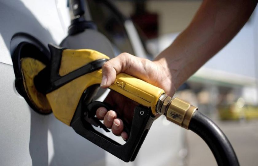 Sem caixa, equipe econômica estuda elevar tributo da gasolina