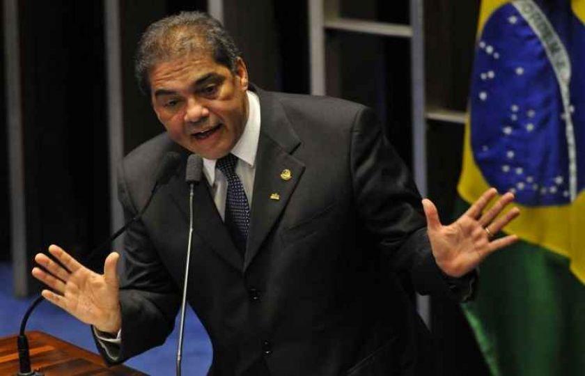 """Senador Hélio José afirma em áudio que nomeia """"a melancia que quiser"""""""