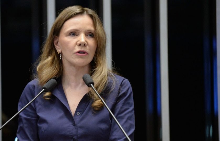 Vídeo: Vanessa Grazziotin critica forma de discussão da PEC do Teto de Gastos