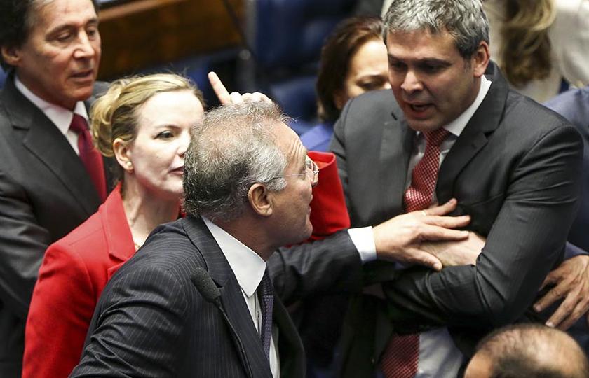 Senadores a favor do impeachment abrem mão de perguntas para acelerar julgamento