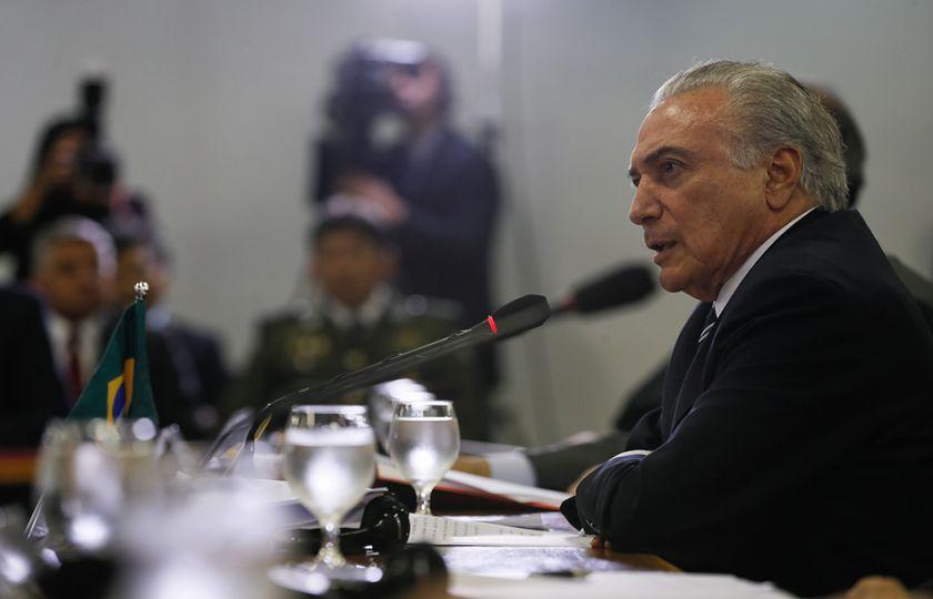 Temer diz a senadores que é preciso medidas amargas para sair da recessão