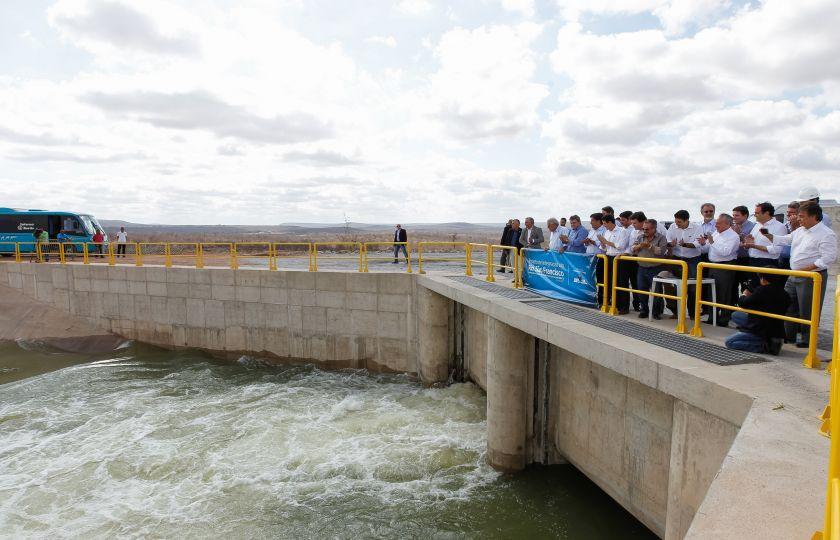 Temer inaugura obras hídricas e de educação no Nordeste
