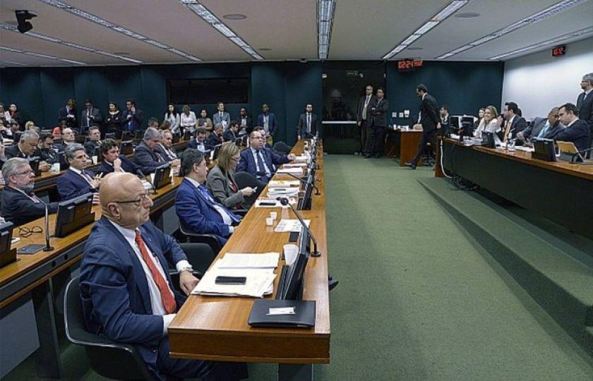 Termômetro: Aumenta número de votos contra Temer na CCJ da Câmara