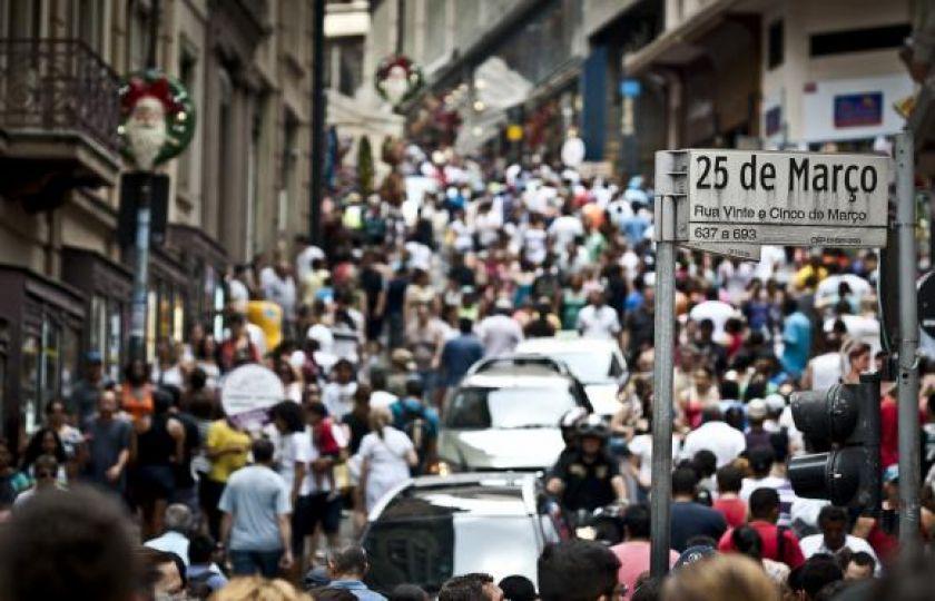 Total de consumidores inadimplentes no Brasil cai para 58,9 milhões, diz SPC