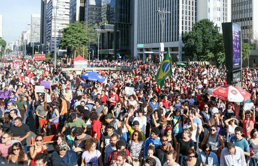 """""""Vivemos dias tristes para a democracia"""", diz juiz que liberou jovens"""